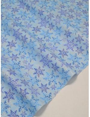 Ткань 100 % Хлопок Глиттерные снежинки на голубом фоне 150 (г/м2), ширина 110 см.