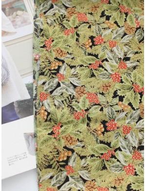 Ткань 100 % Хлопок, Новогодние шишки и ягоды падуба с глиттером , Плотность 150 г/м2 , ширина 110 см