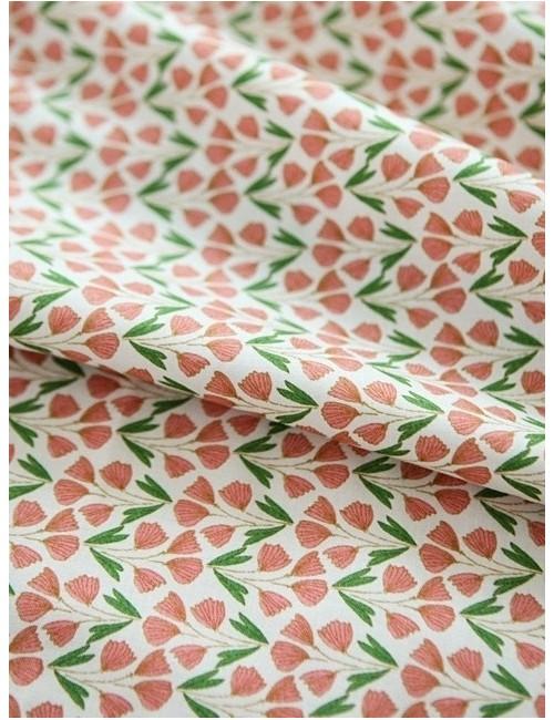 Ткань 100 % Хлопок, Мелкие цветы красно-зеленые , Плотность 150 г/м2, ширина 110 см.
