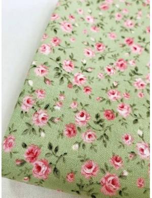Ткань 100 % Хлопок, Мелкие розы на зеленом фоне , Плотность 155 г/м2, ширина 110 см.