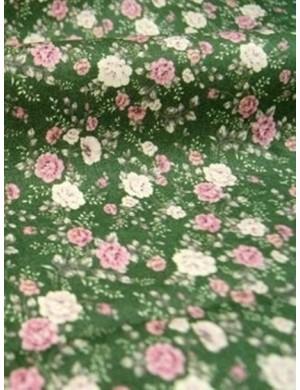 Ткань 100 % Хлопок, Букеты роз на зеленом фоне , Плотность 155 г/м2, ширина 110 см.