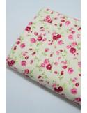 Ткань 100 % Плотный хлопок, Бутоны роз на молочном фоне , Плотность 170 г/м2, ширина 110 см.