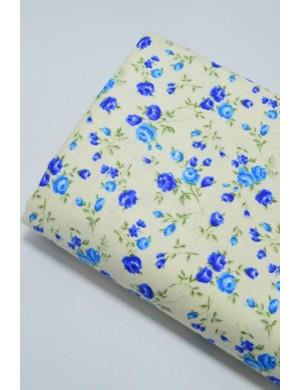Ткань 100 % Плотный хлопок, Бутоны синих роз на молочном фоне , Плотность 170 г/м2, ширина 110 см.