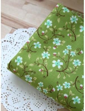 Ткань 100 % Хлопок, Цветочные ветки на зеленом , Плотность 155 г/м2, ширина 110 см.