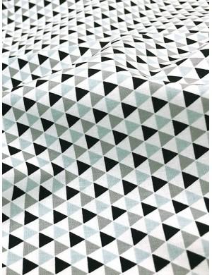Ткань 100 % Хлопок, Треугольники черно-серо-голубые. Плотность 155 г/м2, ширина 110 см.
