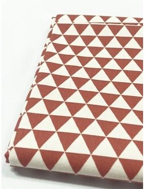 Ткань 100 % Хлопок, Темно-красные треугольники , Плотность 155 г/м2, ширина 110 см.