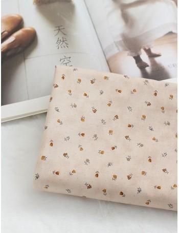 Ткань 100 % хлопок, Мелкие цветочки на бежевом фоне , ширина 110 см, плотность 155 г/м2, производитель Корея