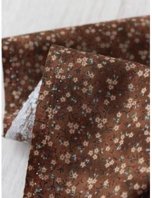 Ткань 100 % хлопок, Мелкие цветы на коричнивом, ширина 110 см, плотность 155 г/м2, производитель Корея