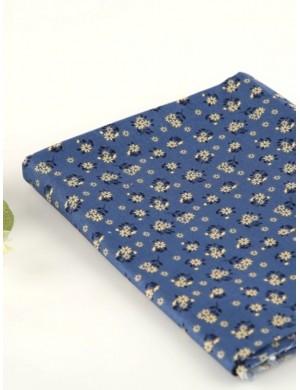 Ткань 100 % хлопок, Ромашки на синем, ширина 110 см, плотность 155 г/м2, производитель Корея