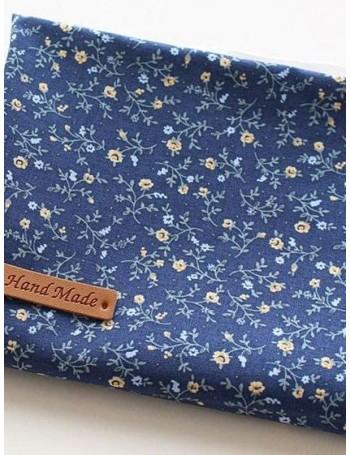 Ткань 100 % хлопок, Мелкий цветочный принт на синем фоне, ширина 110 см, плотность 155 г/м2, производитель Корея
